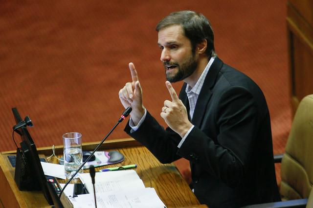 """Jaime Bellolio (UDI): """"Nunca el contexto puede justificar violaciones a los derechos humanos"""""""